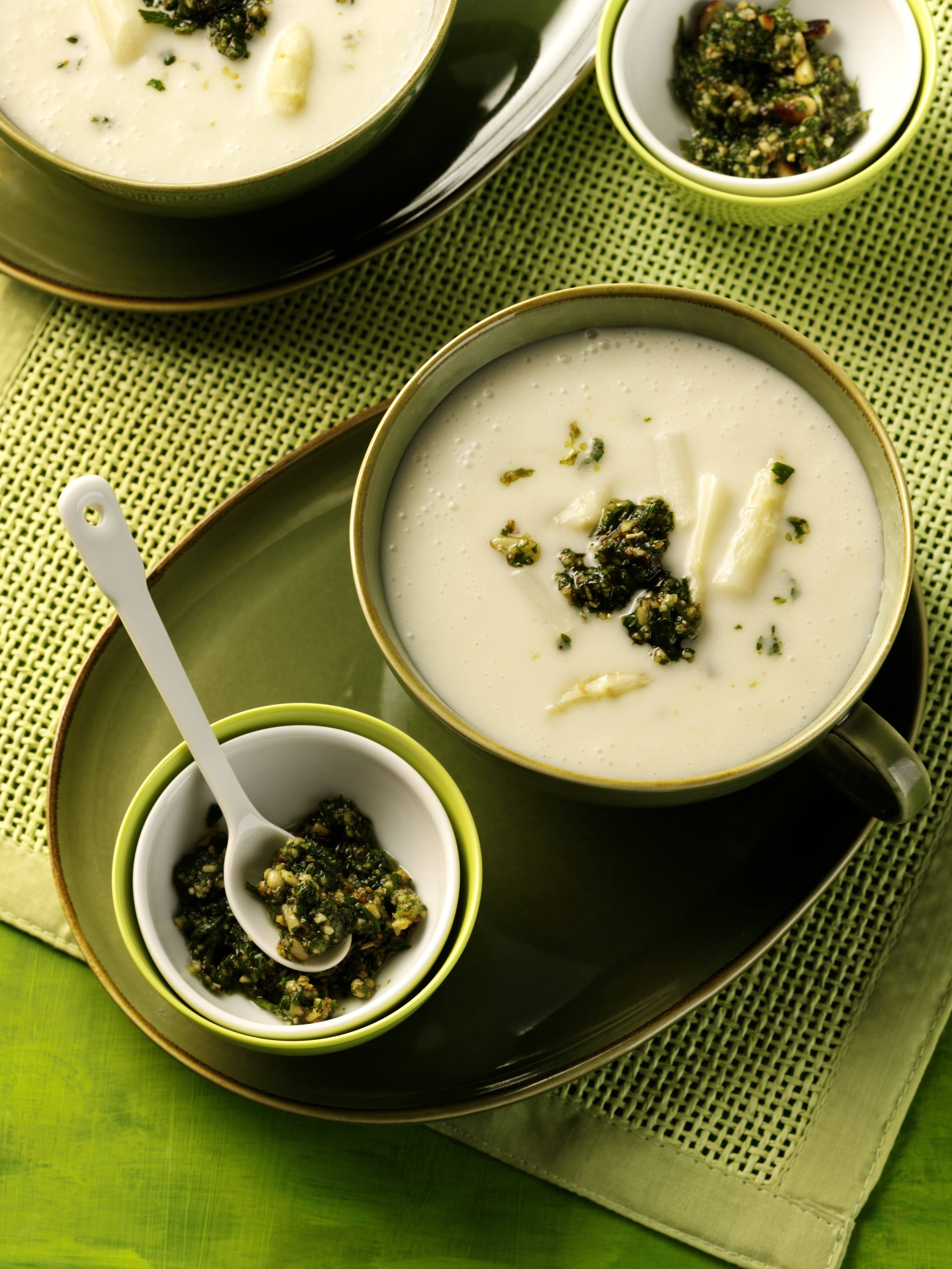 recipe image Spargelcremesuppe mit Petersilien-Pesto